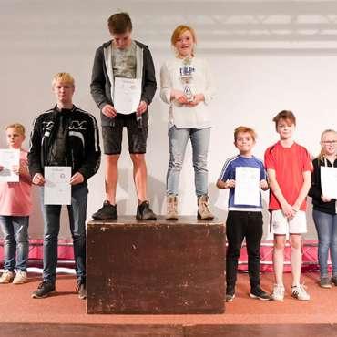 Die Sieger der Klassenläufe. 3. Platz: Klasse 6b, 2. Platz: 10b, 1. Platz: 7a
